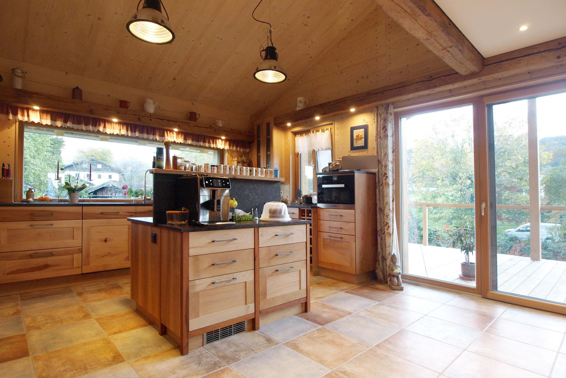 Einbauküche aus Mondholz